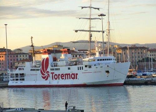 traghetto-capraia-toremar-liburna-01