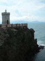La Rocchetta il Faro di Piazza Bovio Piombino Traghetto Elba