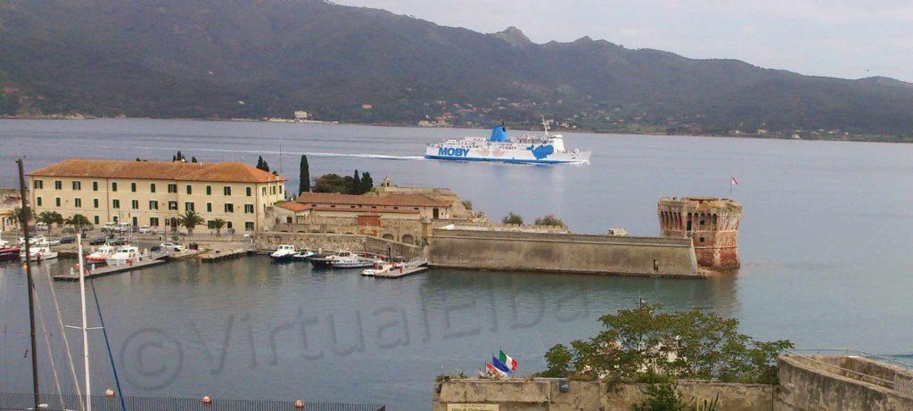 Elba Traghetto Moby Love durante la linea Piombino Portoferraio
