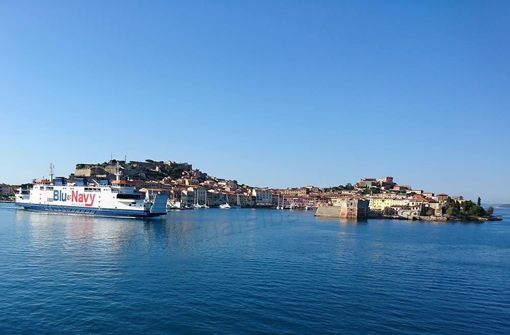 Elba Traghetto Acciarello della compagnia Blu Navy linea Piombino Portoferraio