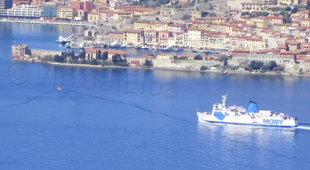 Elba Traghetto Moby Lines durante la linea Piombino Portoferraio