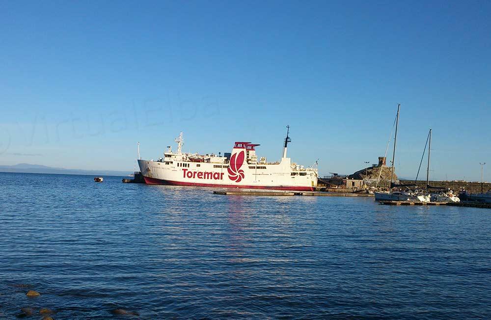 Elba Traghetto Giovanni Bellini nel porto di Rio Marina